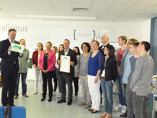 Preisübergabe Fairtrade School durch Bürgermeister Ebling