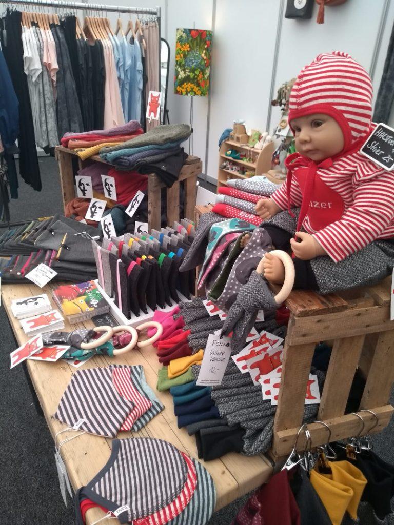 Große Auswahl an fairer Kleidung, auch für die Kleinsten auf den Fairen Welten 2019.