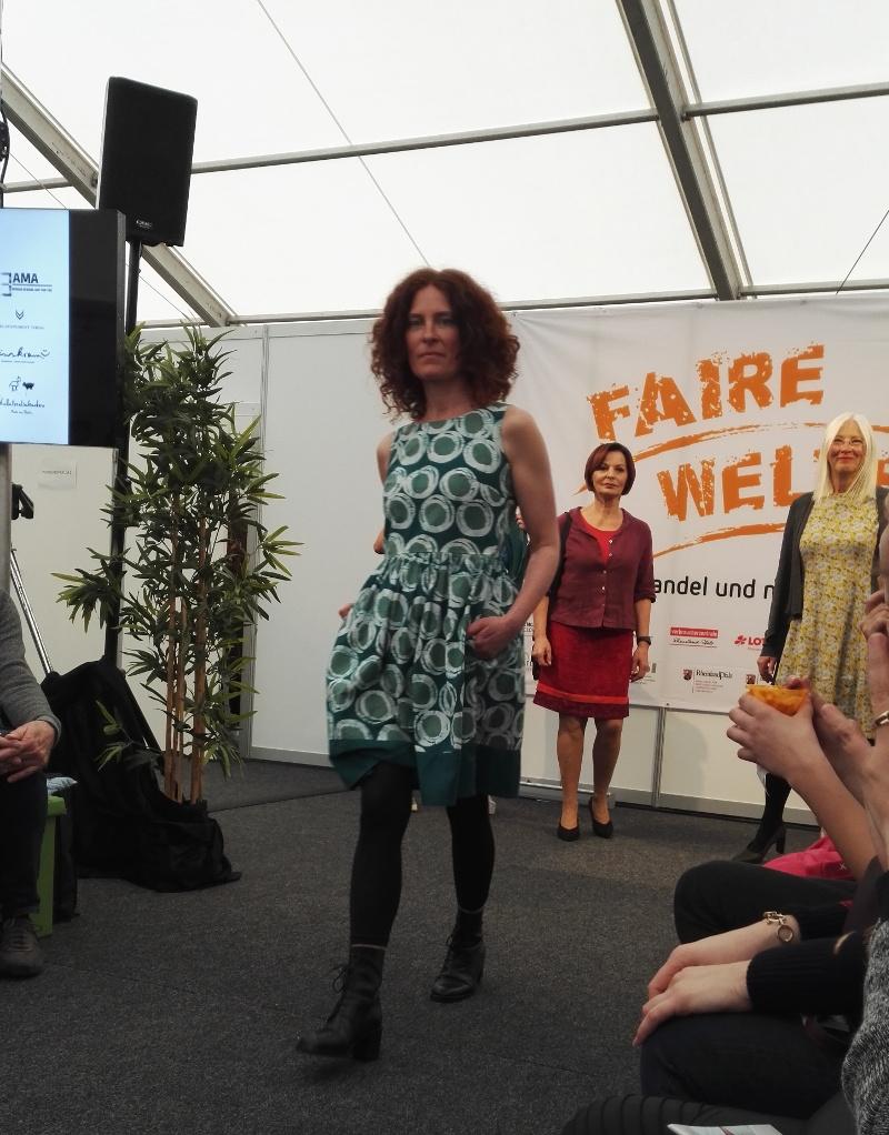 Modenschau mit fairer Kleidung auf den Fairen Welten 2019